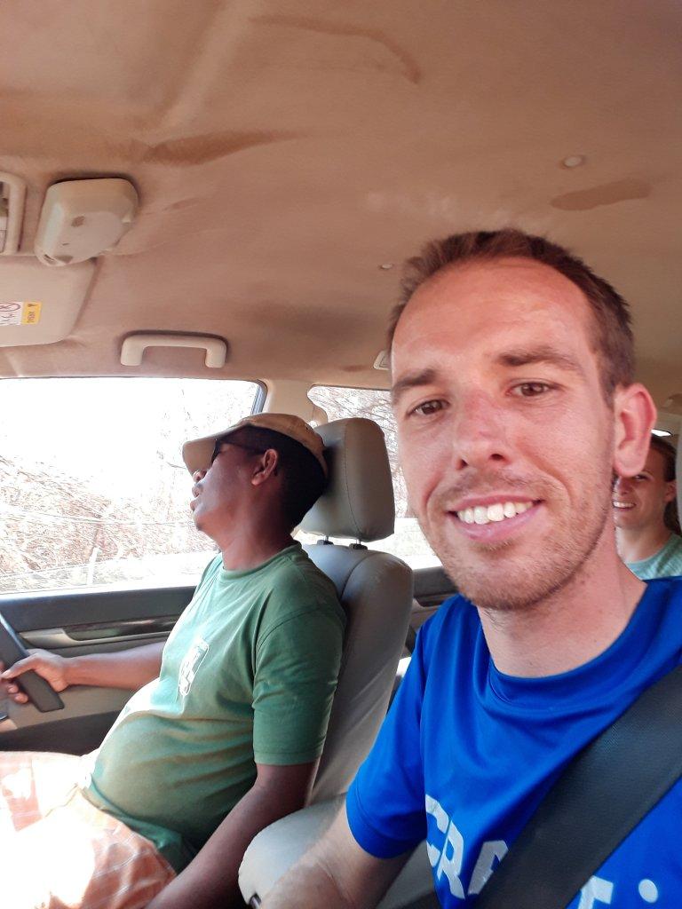 Guide Tahina ist vor Erschöpfung im Auto eingeschlafen
