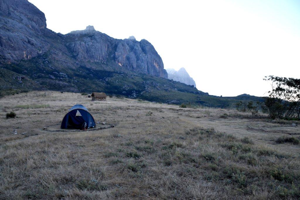 Schlafplatz am Fuße des Pic Boby